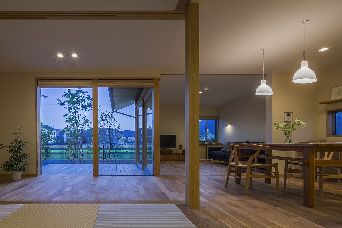 L-shaped wooden partition in the living room with a view of the distant mountains