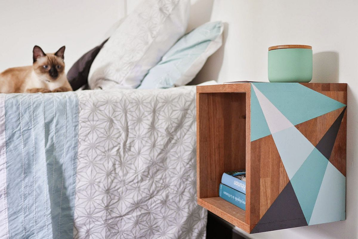 10 easy diy nightstands in wood to complete your bedroom for Wall mounted nightstand diy