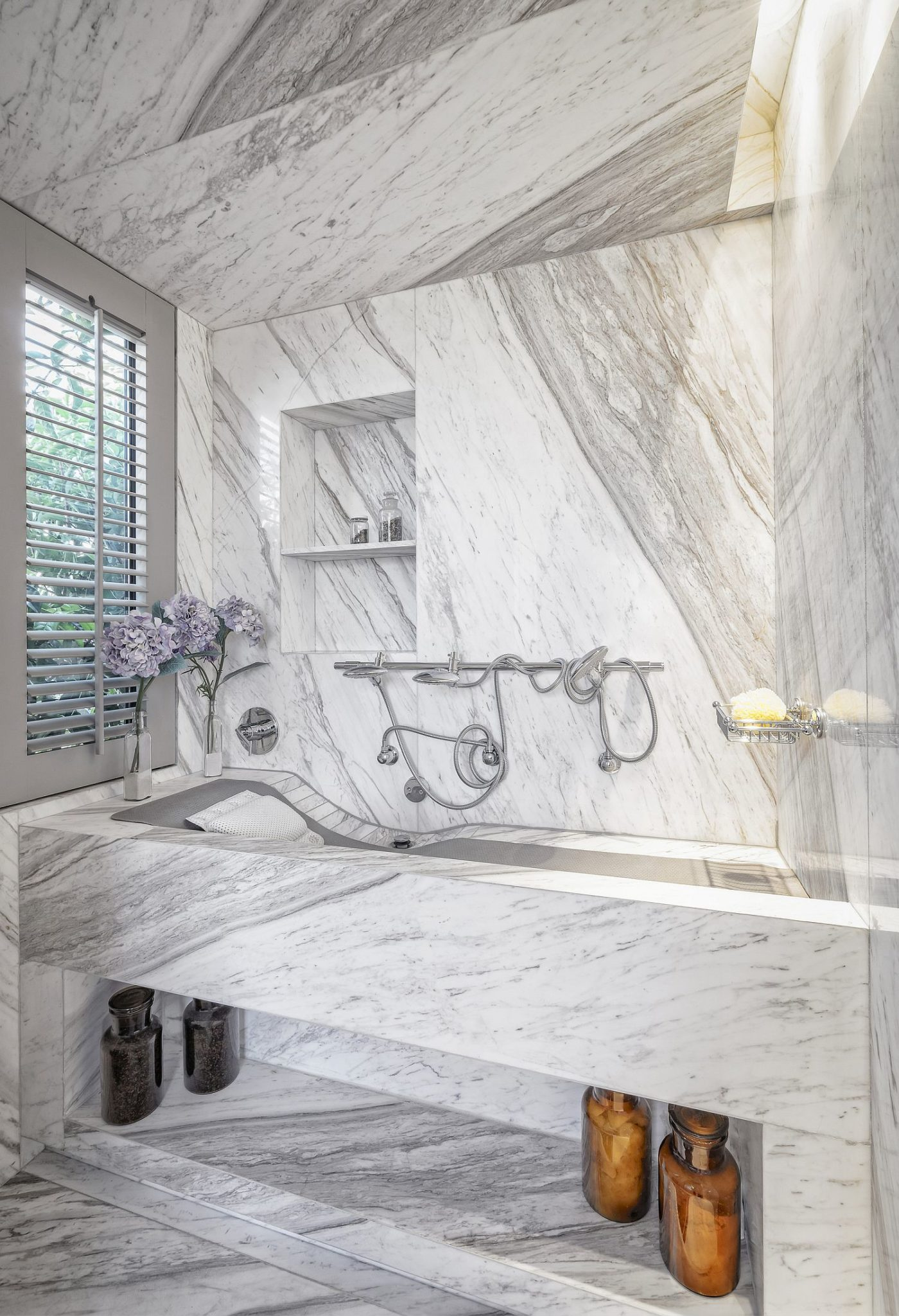 Polished contemporary bathroom in stone