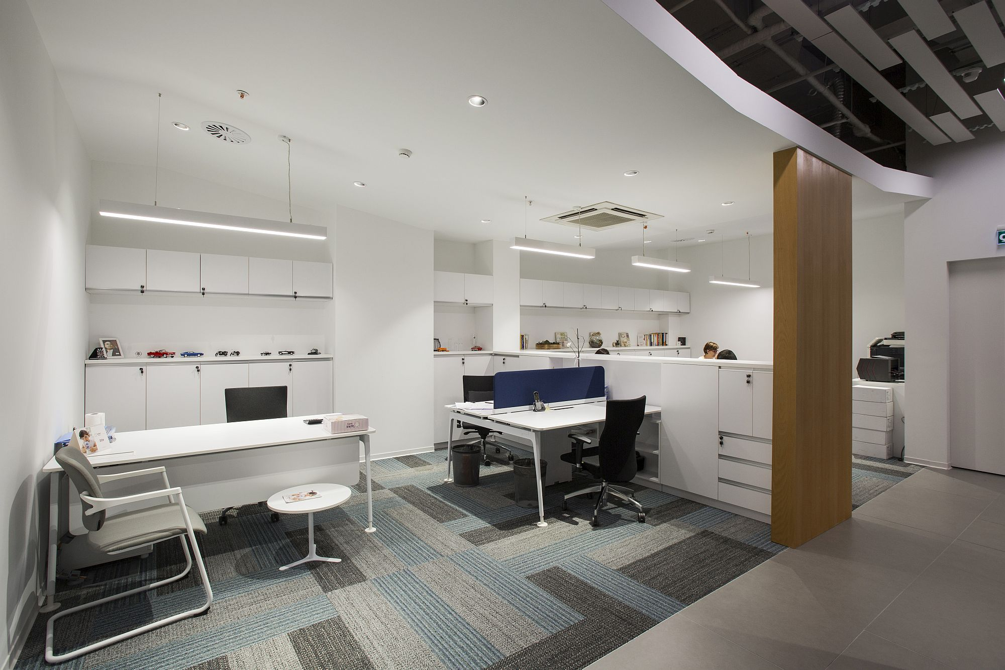 Private workspaces coupled with shared work areas in the office