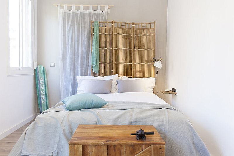 Recycled wood, bamboo and rattan elements give the bedroom a shabby beach style