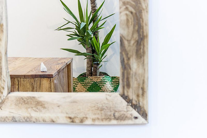 Recycled wooden elements give the modern interior a shabby, beach style-inspired look