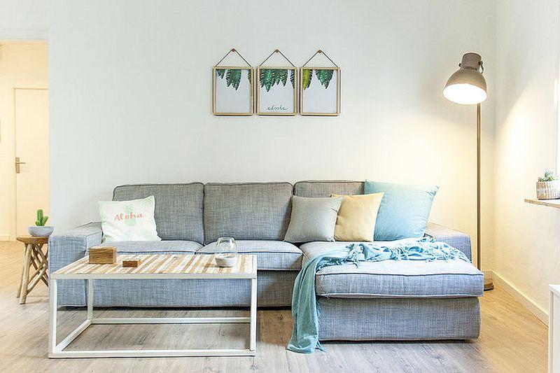 Small beach style living room decorating idea