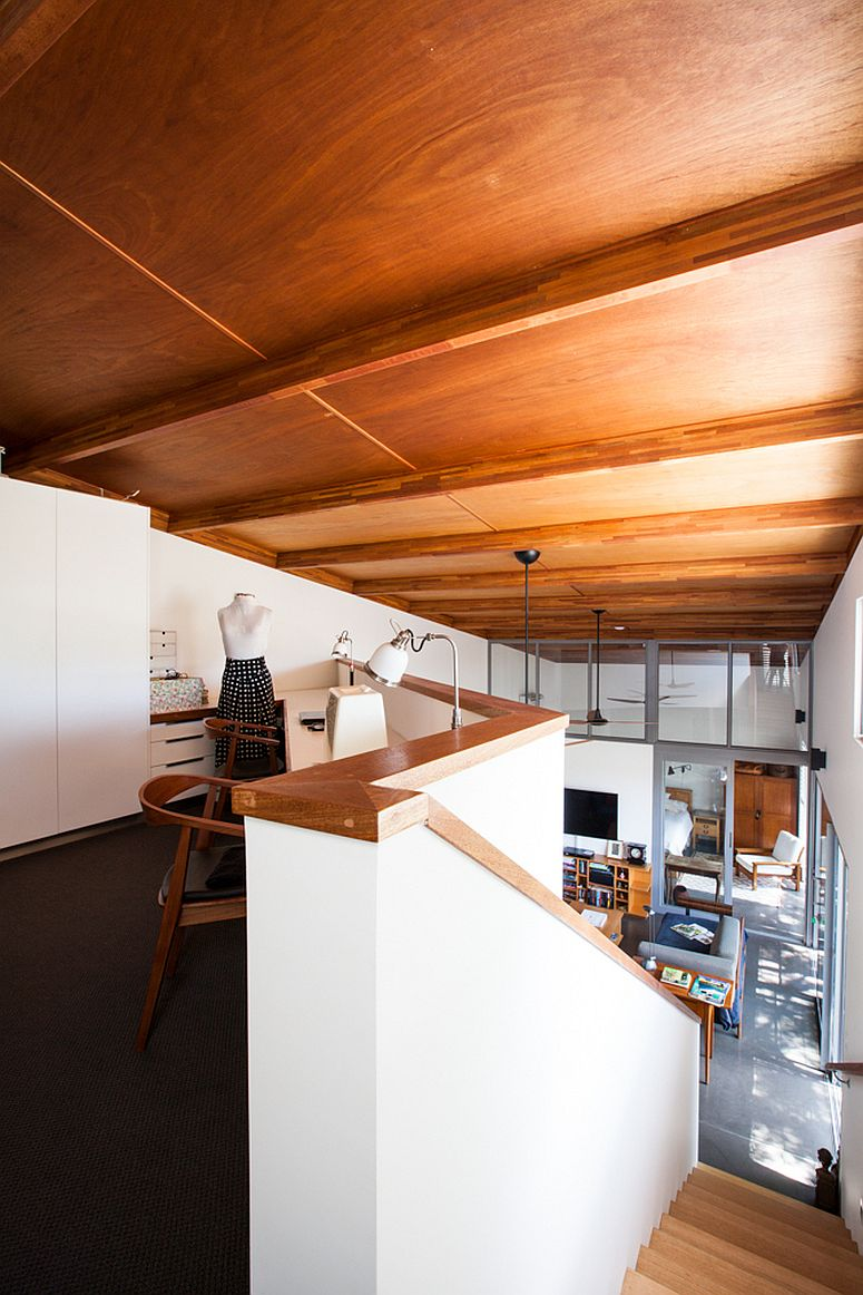 Small-reading-nook-and-home-office-on-the-upper-level