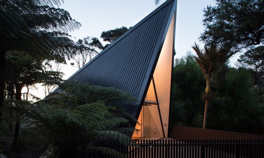 Tent House: Exceptional Weekend Retreat and Studio Cloaked in Green