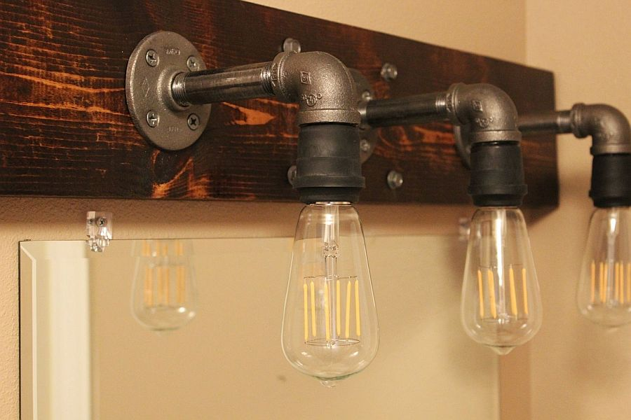 Wall-mounted-lamp-design-is-similar-to-that-of-the-industrial-style-pendant