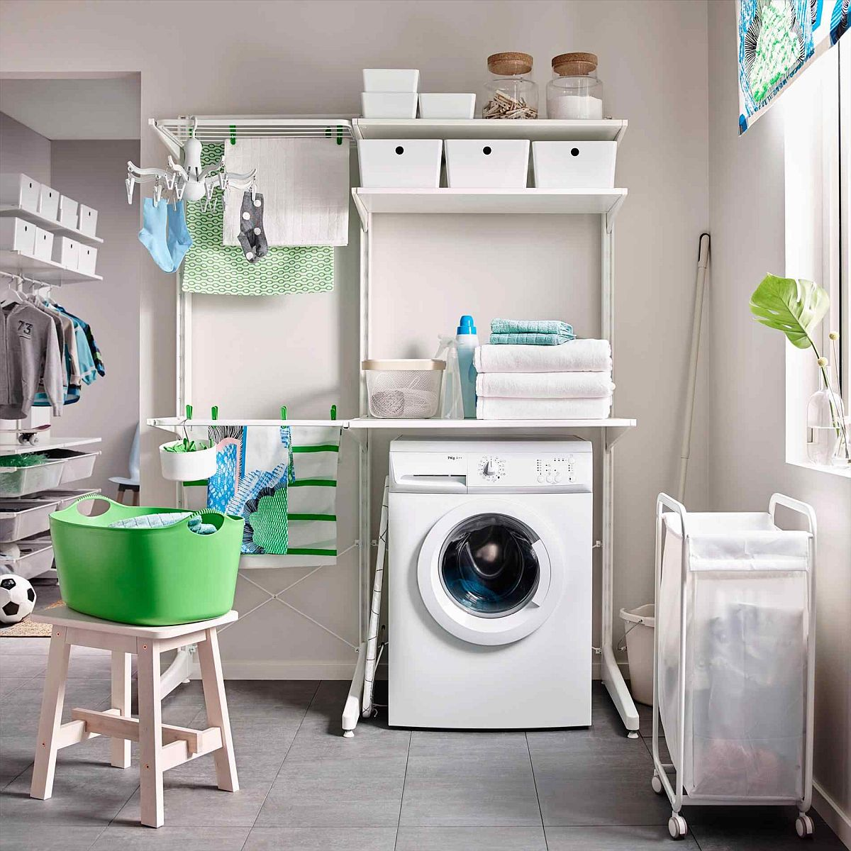 Laundry room carts 12 mobile and space savvy ways to for Laundry home