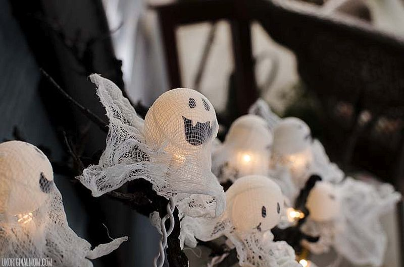 Awesome and fun ping pong DIY Halloween Ghost Lights