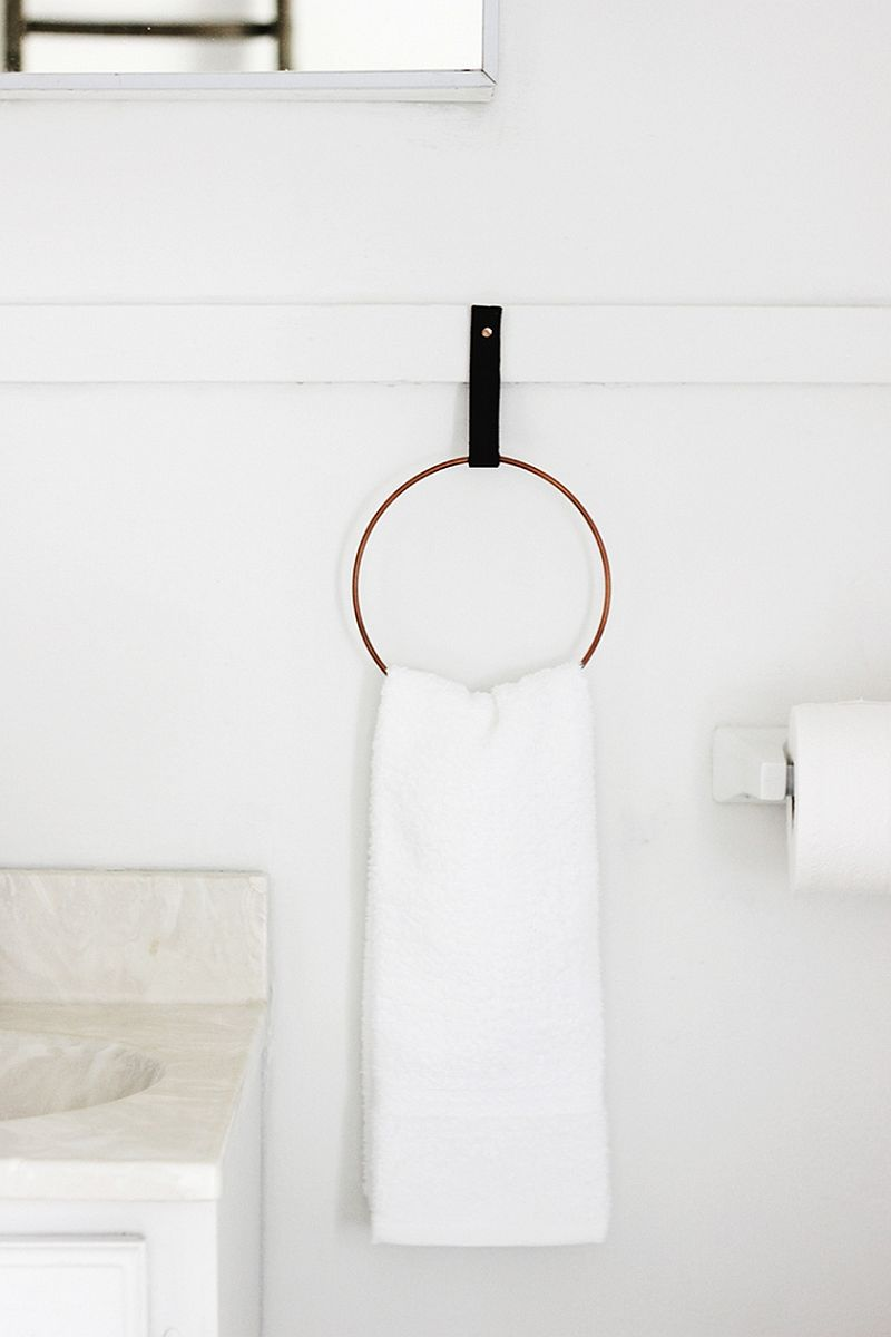 Chic-DIY-towel-holder-is-super-easy-to-craft