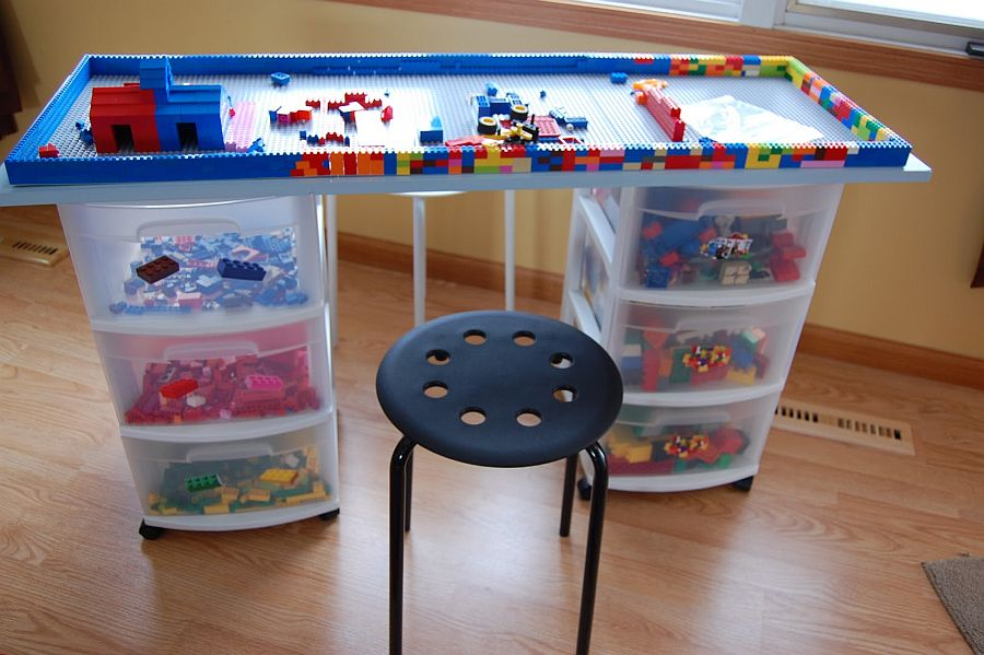 Closer-look-at-the-cool-DIY-Lego-Table