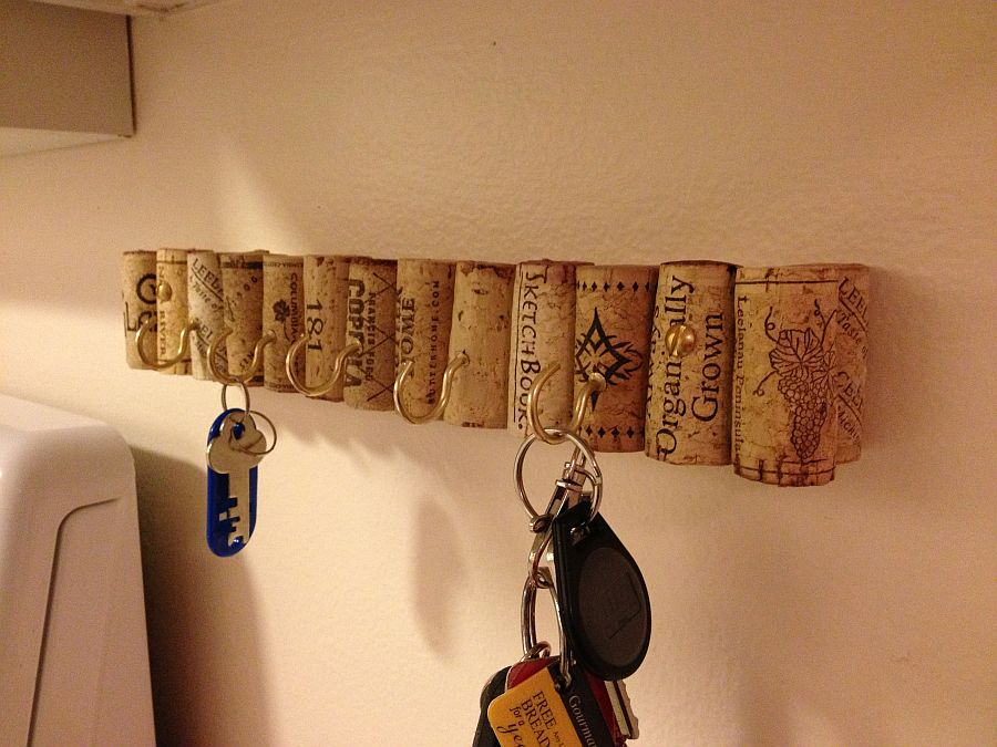 Cool DIY wine cork key holder idea