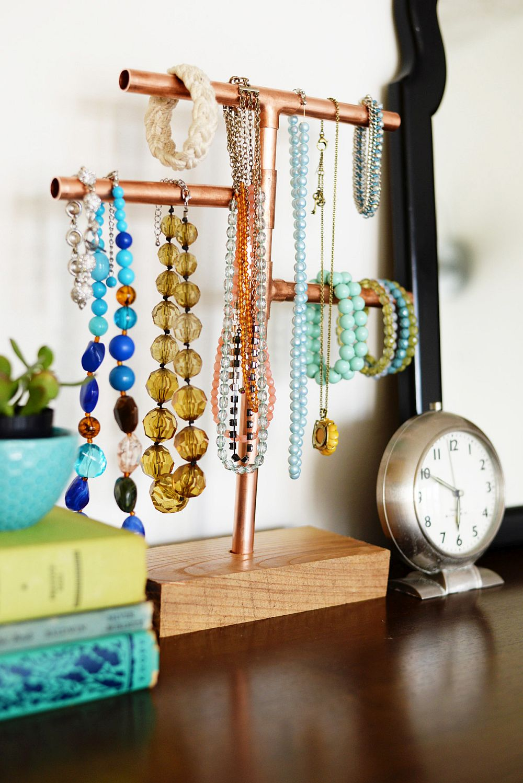 Copper-pipe-jewelry-stand-DIY
