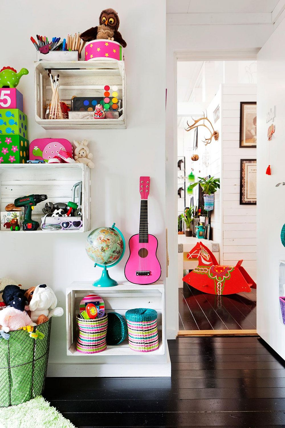 11 space saving diy kids room storage ideas that help for Shelving for kids room