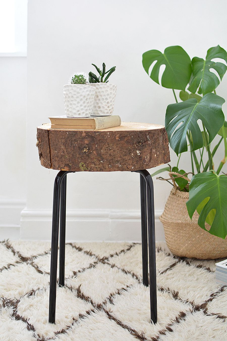 11 diy tree stump d cor ideas that usher on a budget for Tree trunk slice ideas