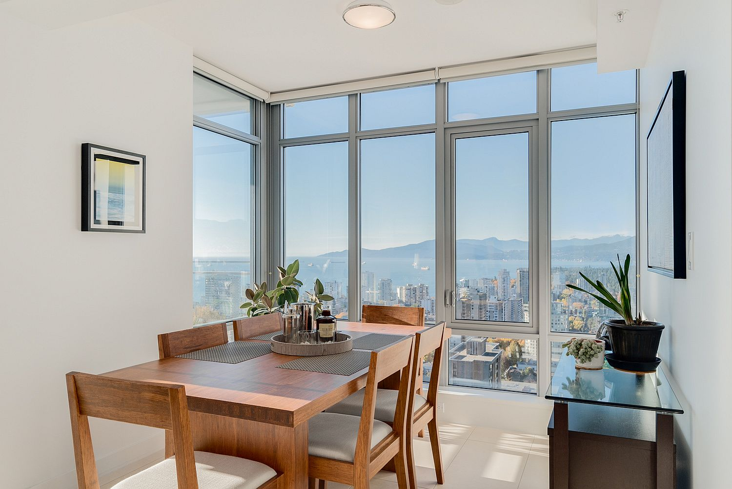 Dining room with stunning views of the mountains and the bay