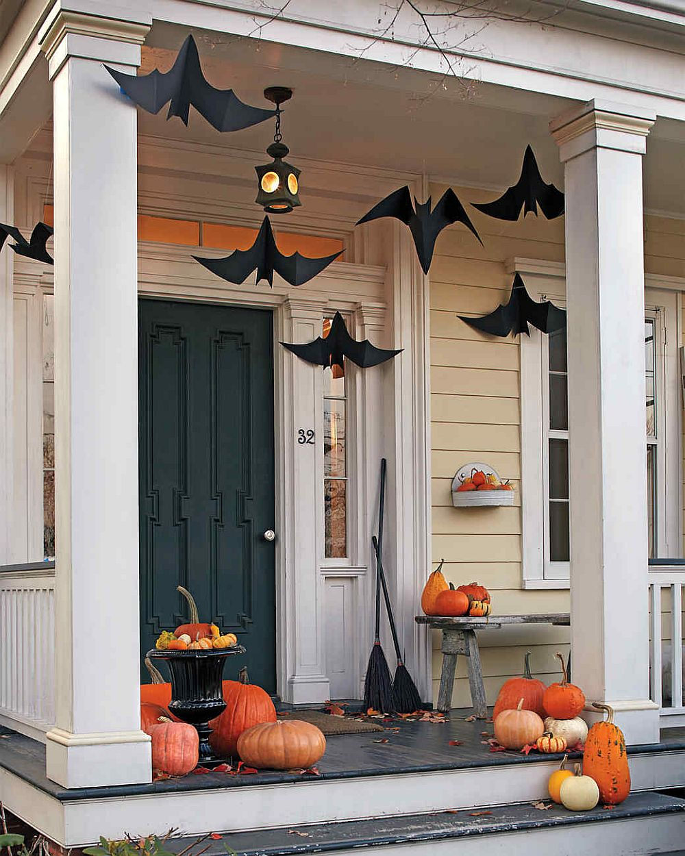 Easy-to-craft paper bats Halloween decoration