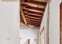 Exposed-wooden-ceiling-and-walls-give-the-interior-a-new-look-217x155