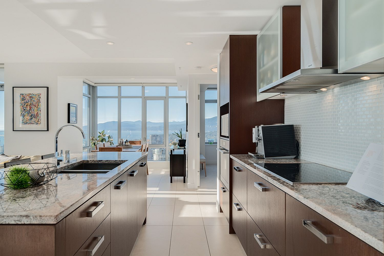 Finding-the-ideal-space-between-your-kitchen-island-and-workstation