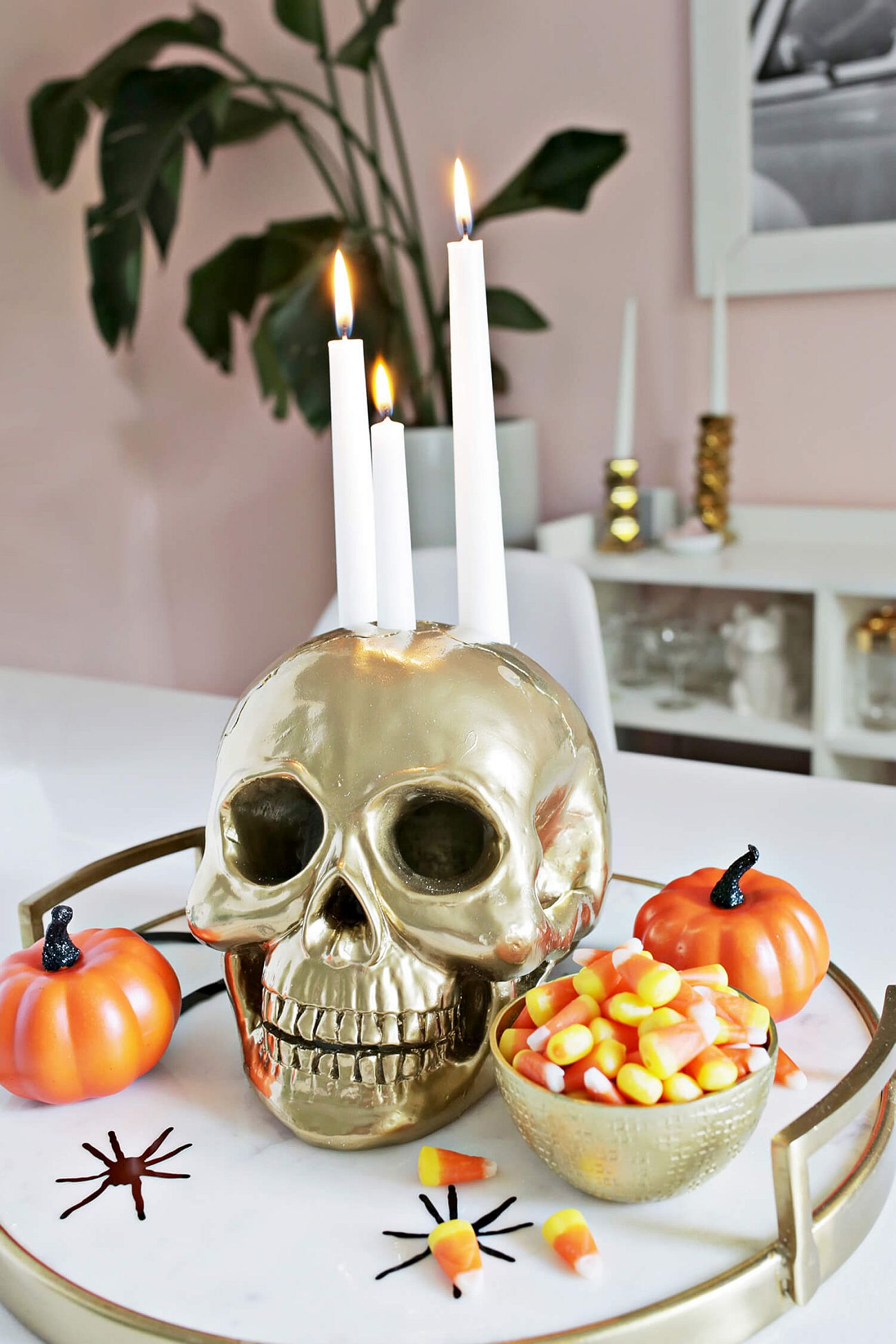 Flashy Skull Candle Holder DIY with Golden Dazzle