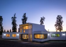 Hyper-insulated-structure-of-contemporary-home-in-Chile-217x155