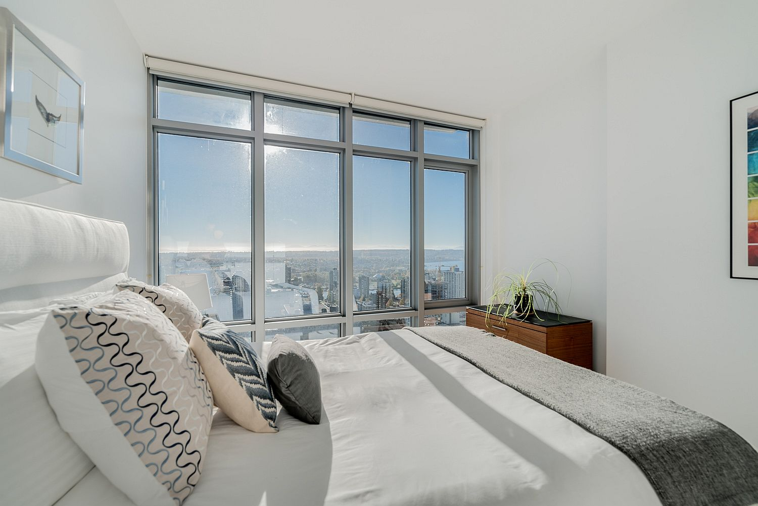 Light-filled-bedroom-also-allows-the-homeowners-to-enjoy-lovely-sunsets