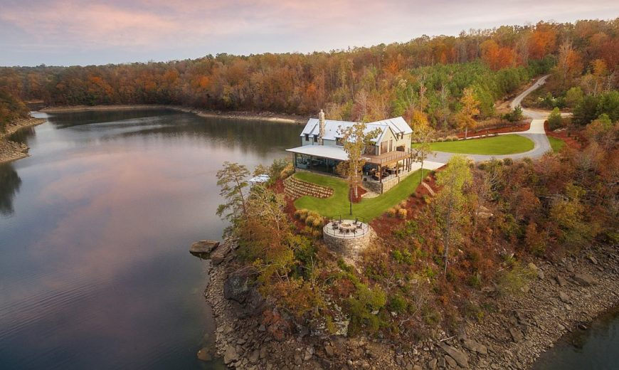 Modern Farmhouse: A Dream Lakeside Escape with Mesmerizing Views