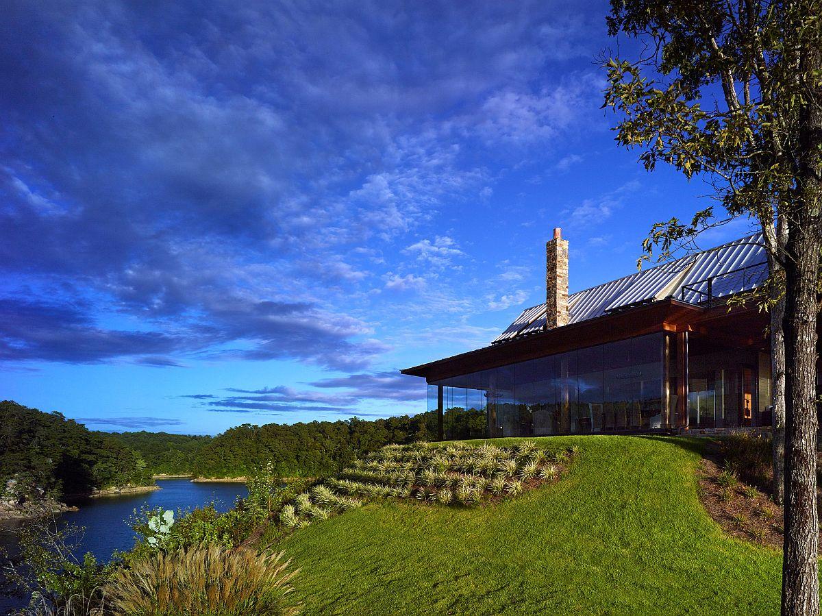 Modern family retreat next to the lake is set on a mountain edge