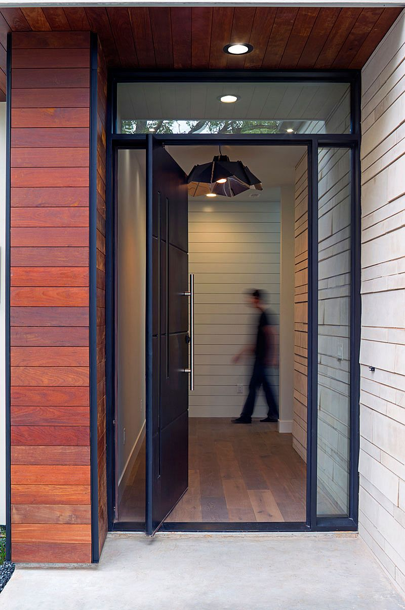 Modern pivoting door in black for the stylish home