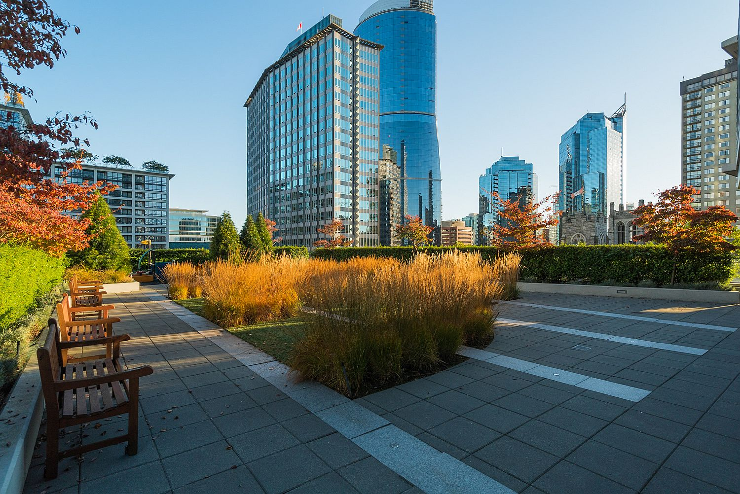 Outdoor-patio-area-at-the-modern-Vancouver-high-ris