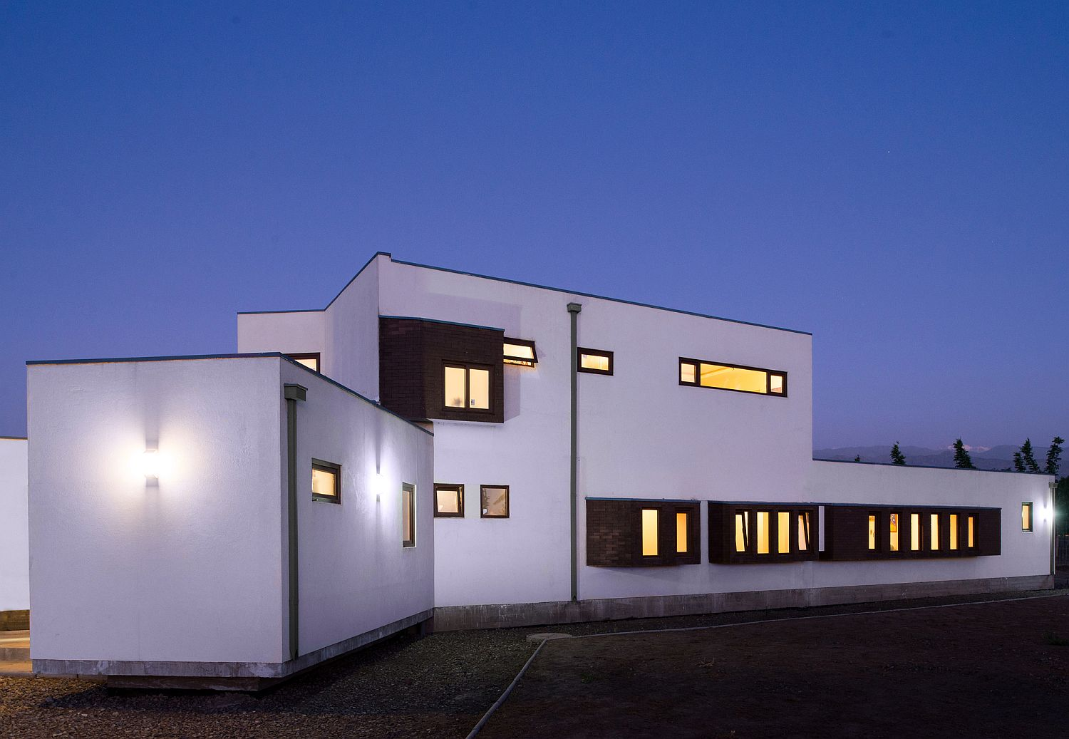 Simple and efficient design of the contemporary home creates a controlled climate indoors