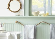Super-easy-DIY-rope-towel-holder-for-the-nautical-themed-bathroom -217x155.jpg