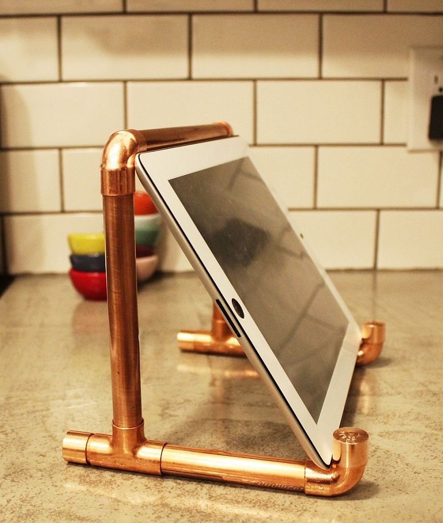 Super-stylish-and-sparkly-DIY-iPad-stand-made-from-copper-pipes