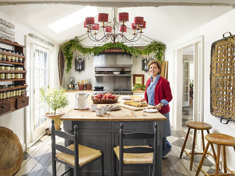 A-Merry-makeover-for-the-kitchen-with-a-festive-garland-of-your-own