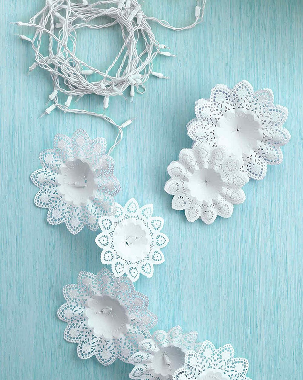 Charming-Snowflakes-and-Light-garland-idea