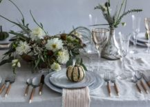 Classy-and-stylish-Thanksgiving-table-idea-217x155