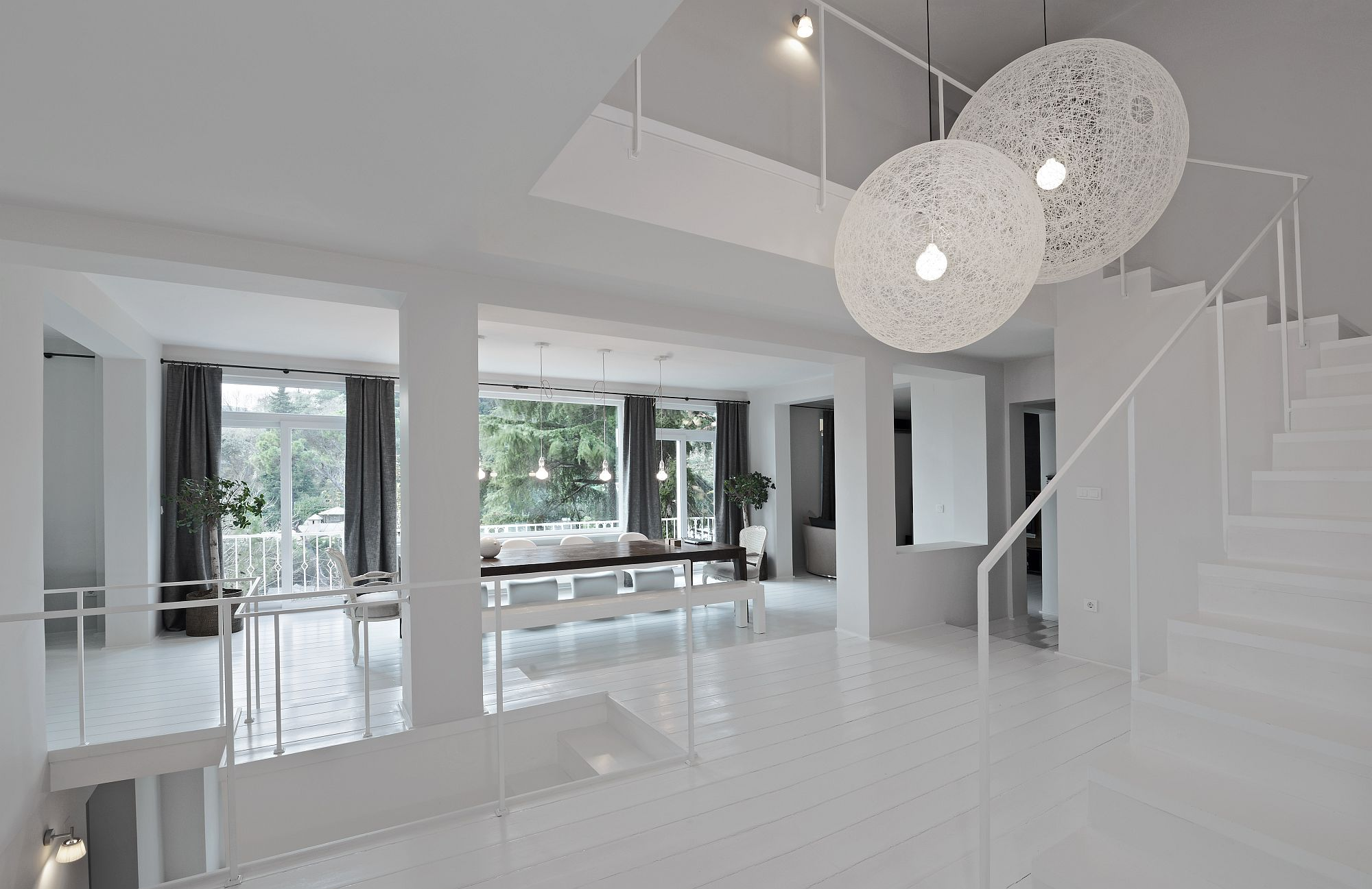 Contemporary-house-in-Istanbul-in-white-with-the-Moooi-Non-Random-lights