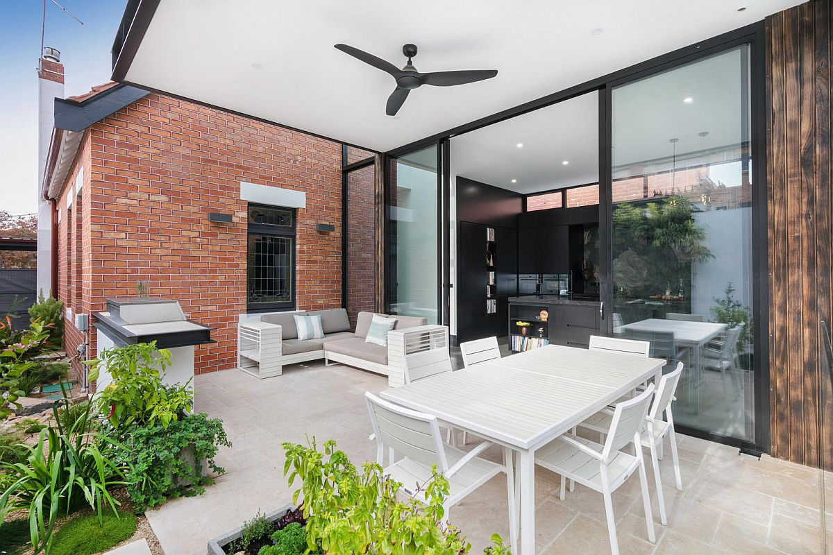 Covered-alfresco-dining-and-sitting-area-that-flows-into-the-backyard