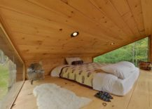 Cozy-and-minimal-loft-level-bedroom-of-the-treehouse-217x155
