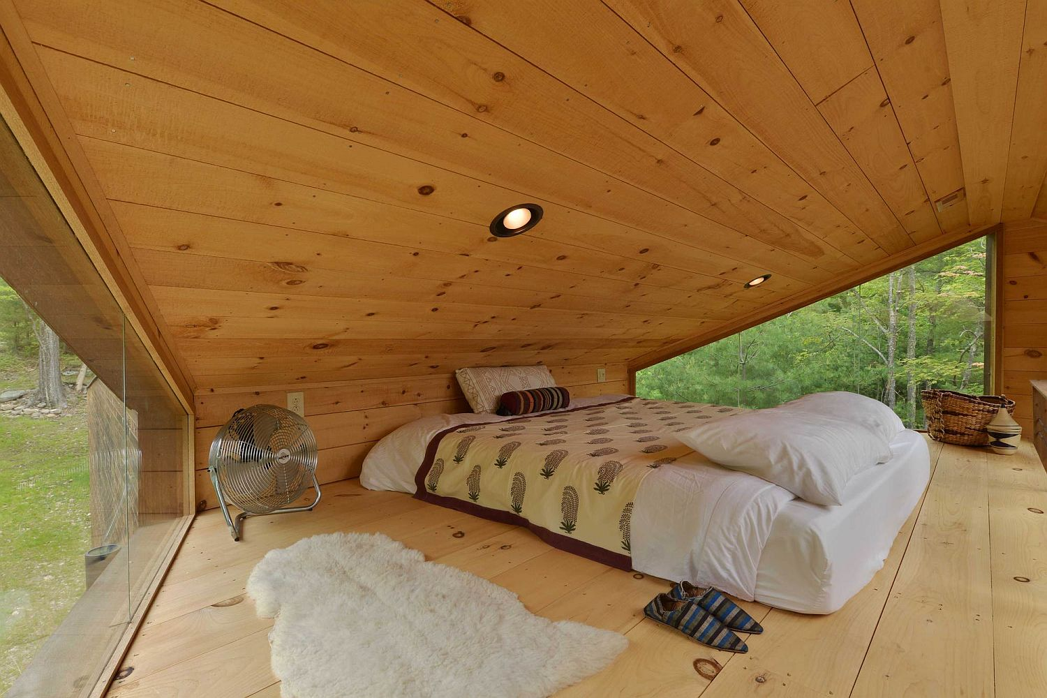 Cozy and minimal loft level bedroom of the treehouse