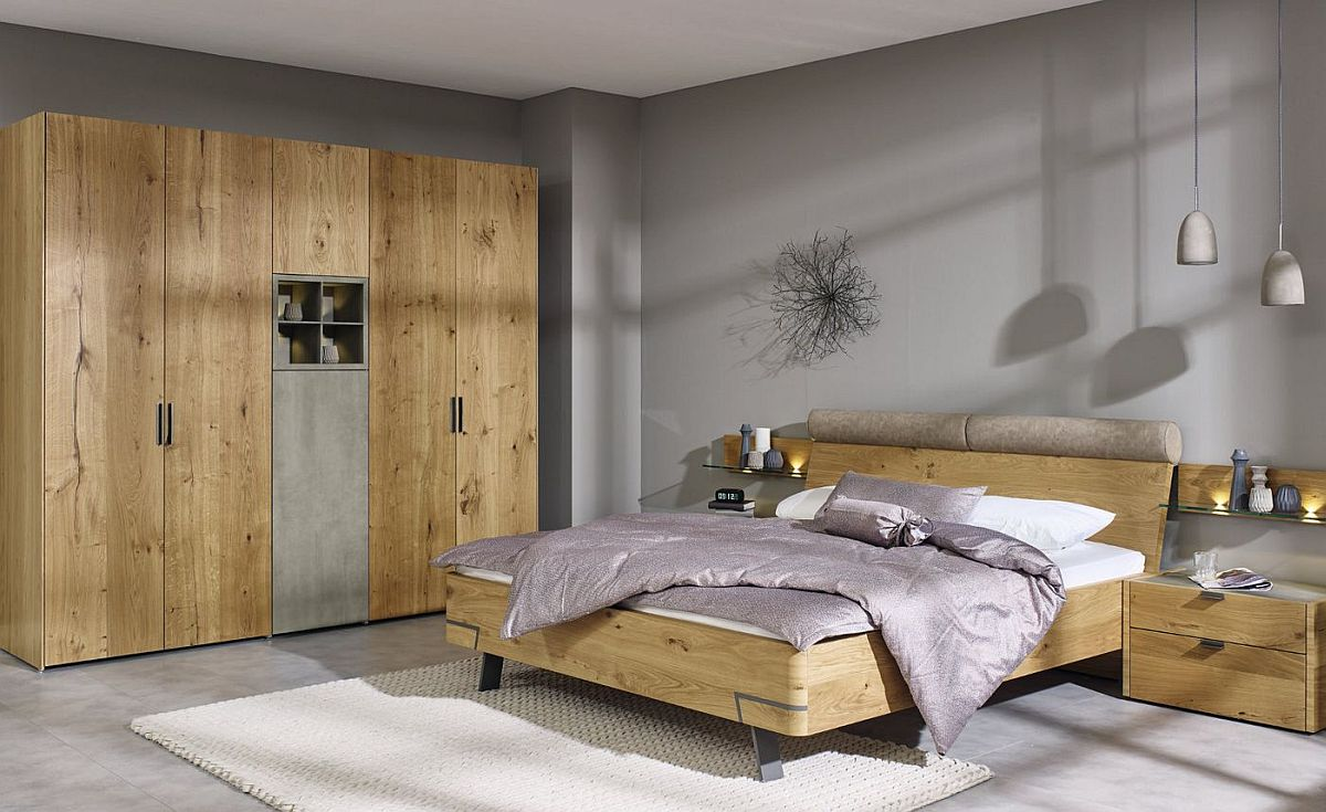 Custom-wardrobe-in-oak-complements-the-frame-of-the-bed-perfectly