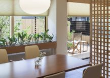 Dining-area-with-smart-pendant-lighting-and-a-cool-divider-217x155