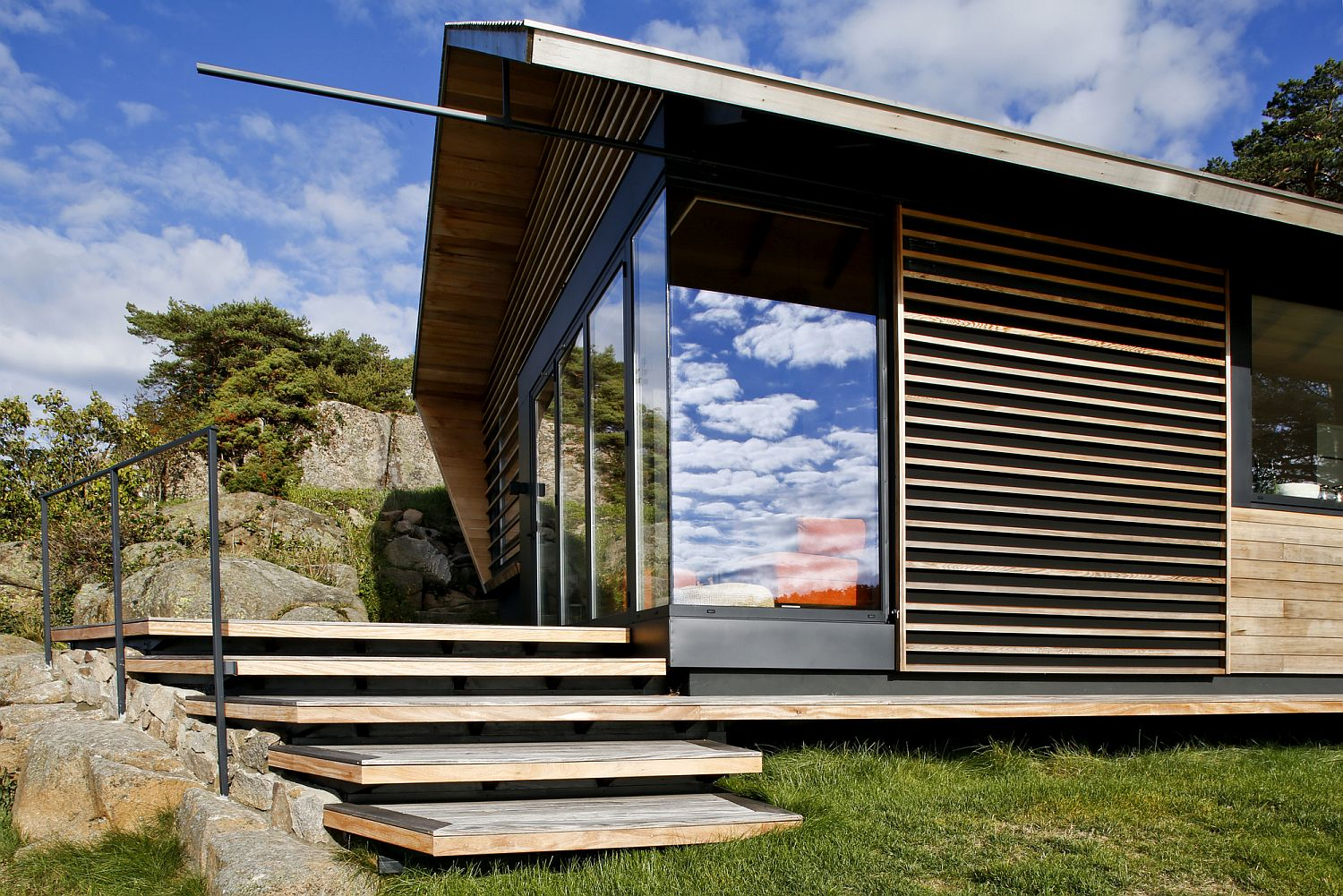 Elevated-platform-gives-those-inside-the-cabin-lovely-views-of-the-coastline
