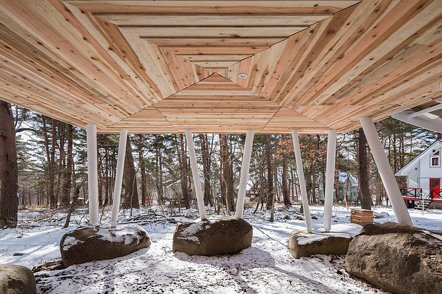 Elevated structure of the holiday home prevents damage from heavy snowfall