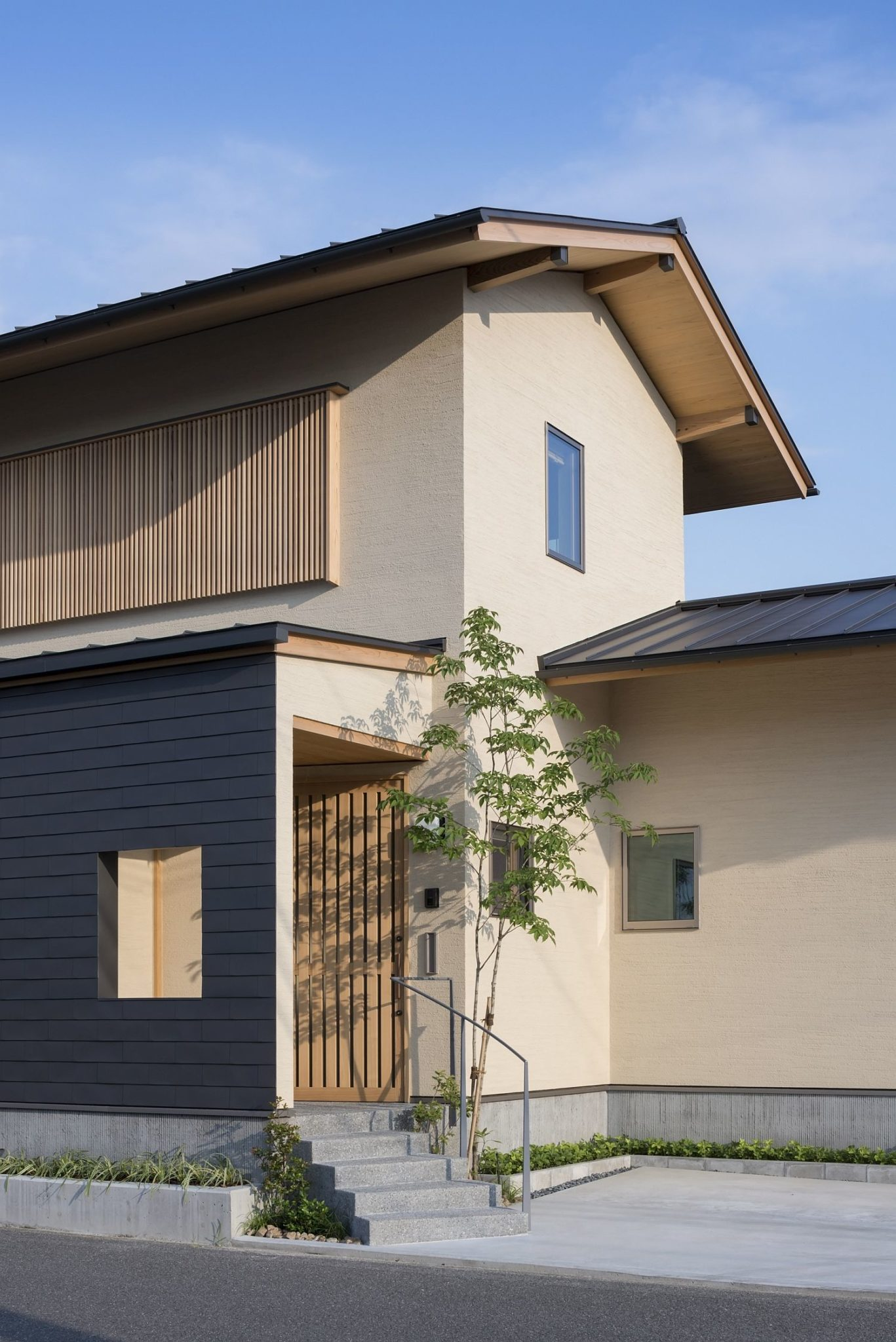 Entrance-to-the-modern-home-in-Japan-built-for-elderly-couple