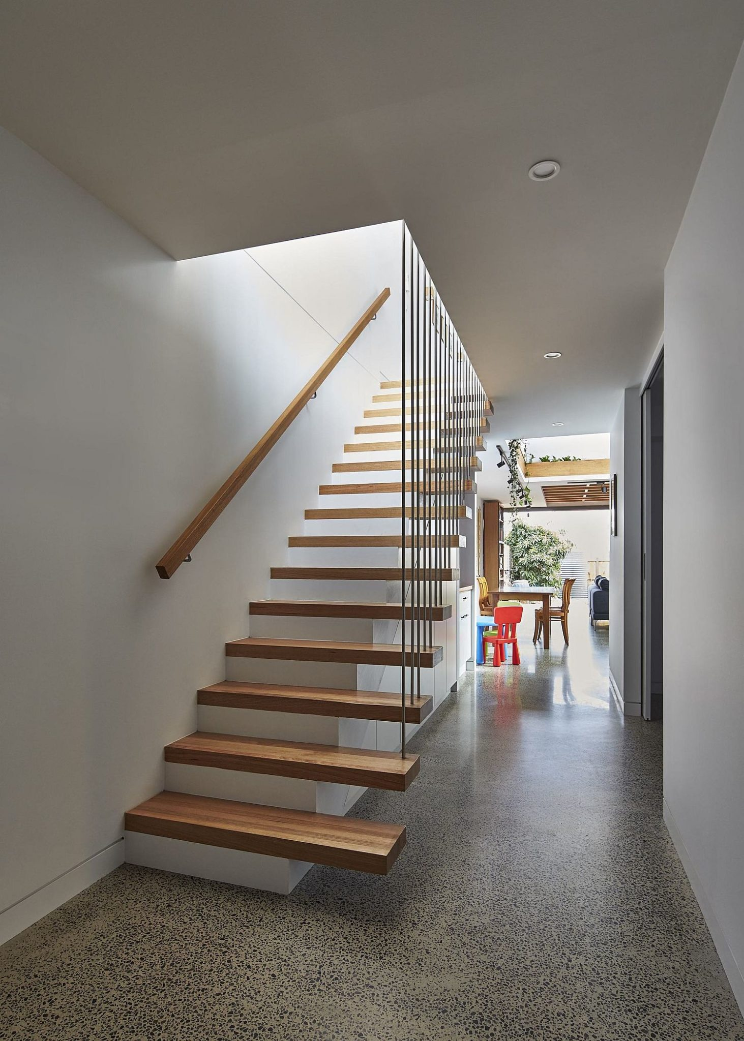 Floating-wooden-staircase-inside-the-home