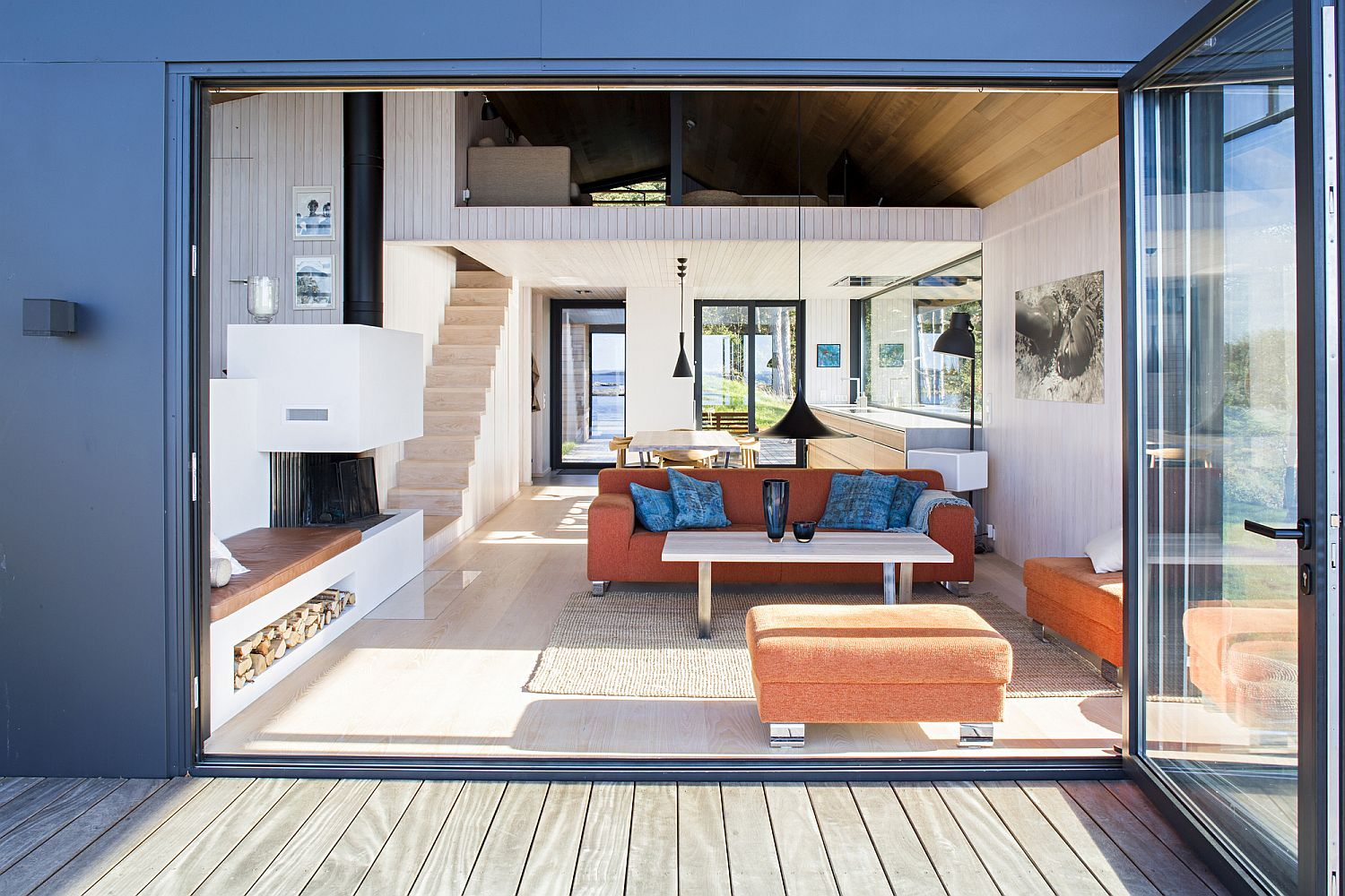 Folding-glass-doors-open-up-the-living-area-to-the-deck-outside