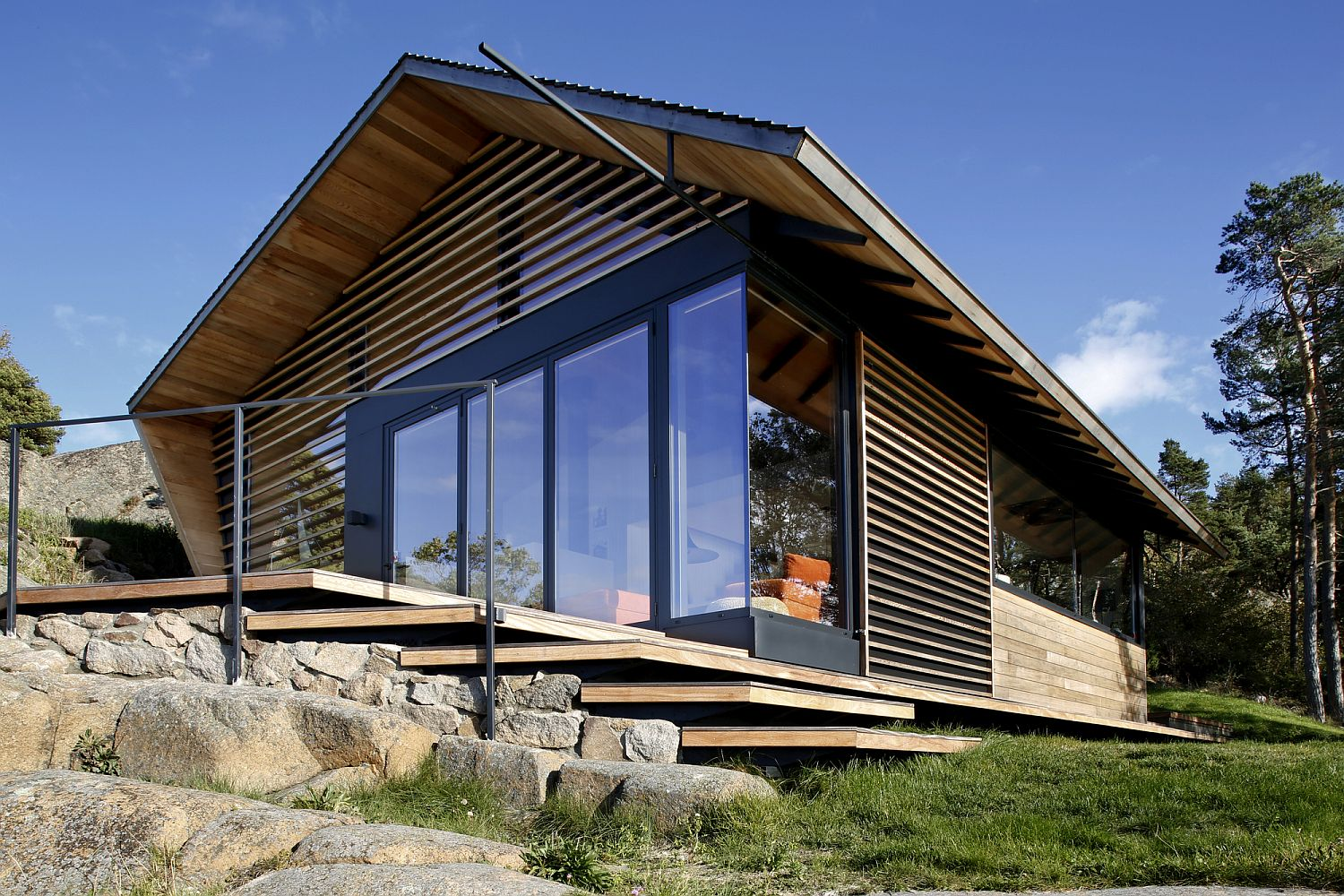 Glass-and-timber-facade-of-Cabin-Ostfold