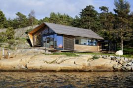Østfold Cabin: Cozy Norwegian Retreat on the Sea Edge