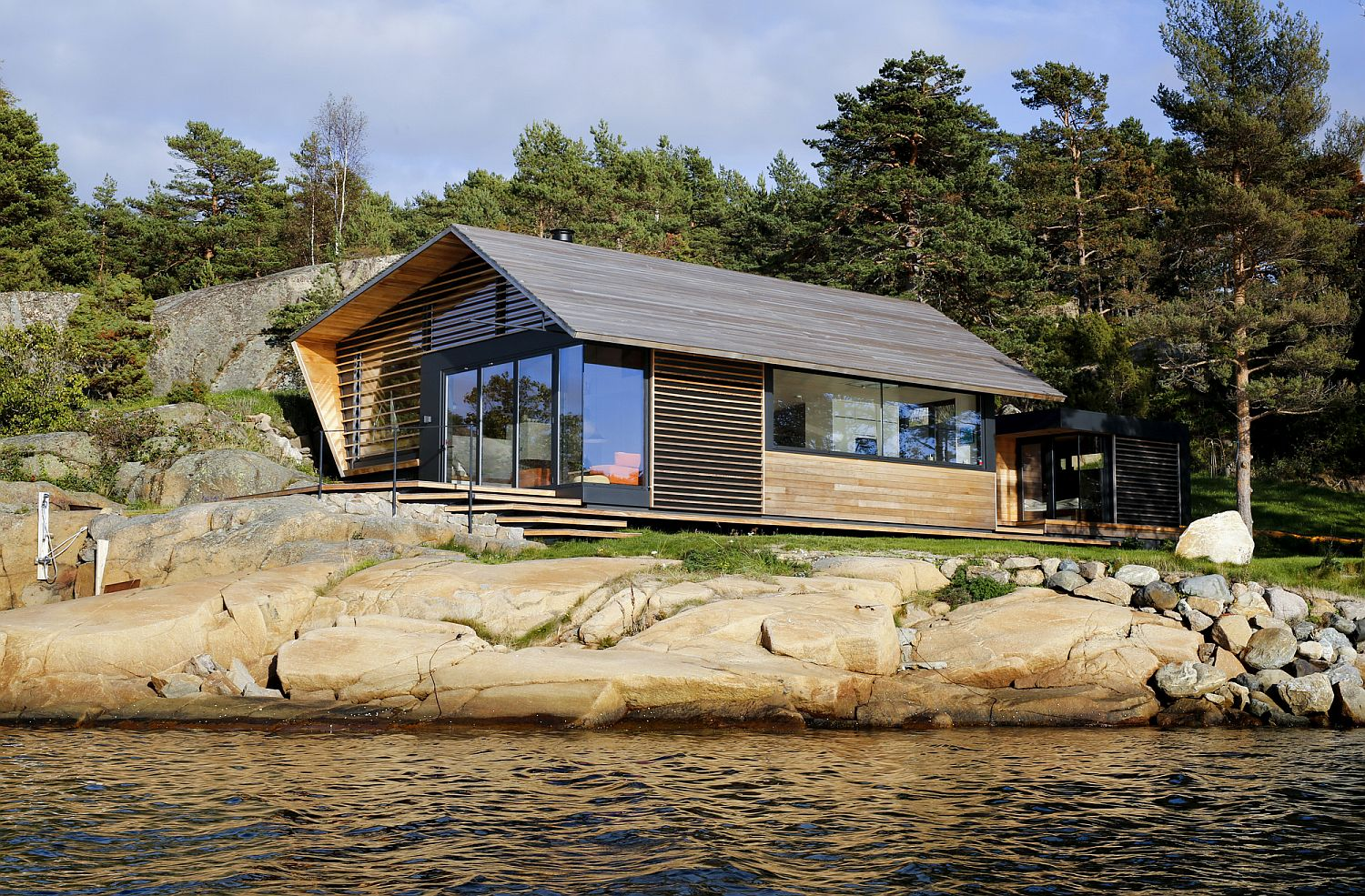 Gorgeous glass and timber cabin in Oslofjord, Norway