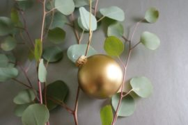 6 Ways to Decorate with Gold Throughout the Holidays